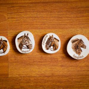 Set 4 Imanes Caballos Patagonia Pirograbados