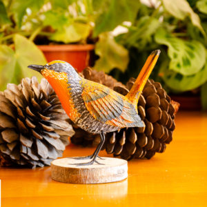Réplica Pájaro Chucao en pedestal